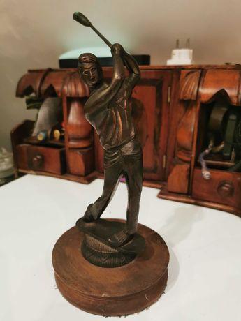 Figurka z brazu golfista