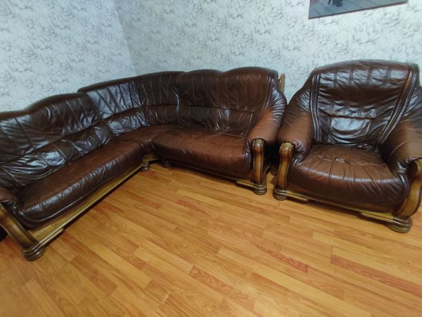 Продам кожаный диван + кресло