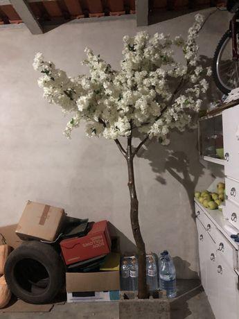 Árvore decorada à mão