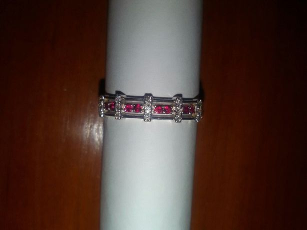 Стильное кольцо с бриллиантами и рубинами 19,5 размер