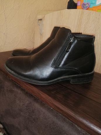 Продам демисезонные ботинки 32 р.