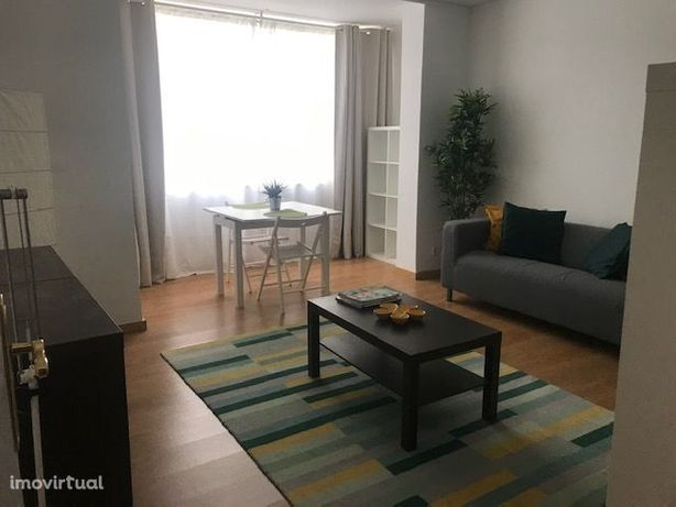 arrendamento T2 Rua do Viveiro mobilado