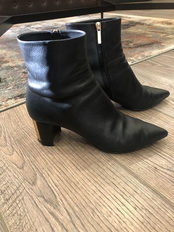 Женские ботинки Giorgio Armani
