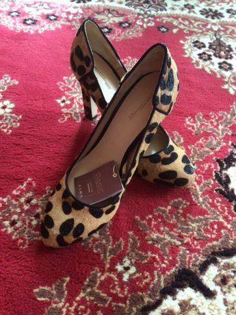 Жіночі туфлі Zara