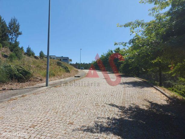 Lote de terreno para construção com 700 m2 (lote 10) em Mire de Tibães