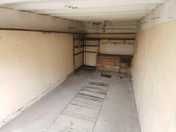 Sprzedam garaż z kanałem.