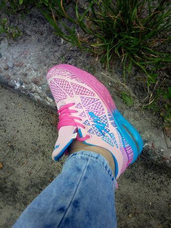 Кросівки 37 розміру 23 см