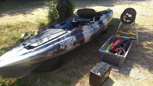 Cayak de pesca com motor elétrico e sonda