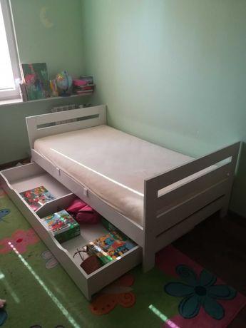 Sprzedam łóżko dziecięce z materacem