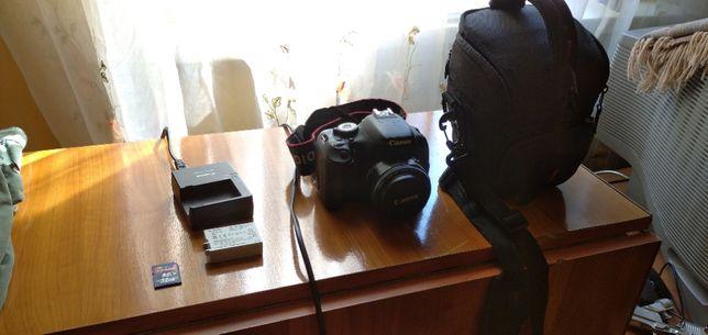 Продаю фотоаппарат Canon 600d + canon 50mm f1.8 + сумка + щетки