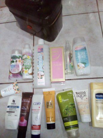 Kuferek z kosmetykami