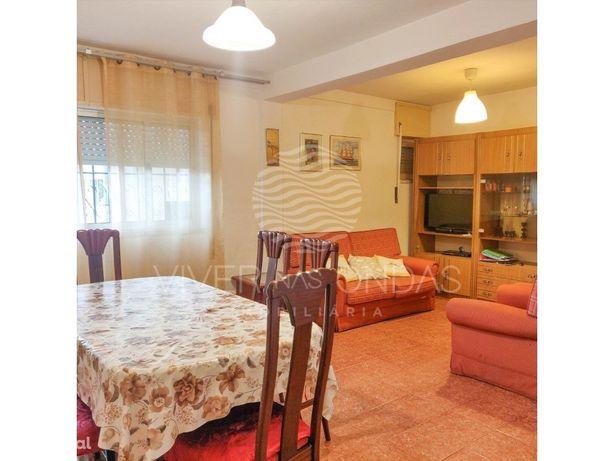 Apartamento de 4 assoalhadas (T3) em Alfragide.