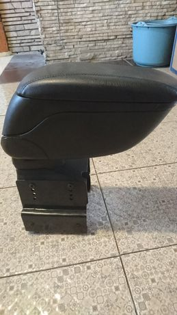 Автомобильный подлокотник