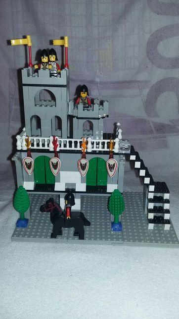 Лего . Замок с рыцарями