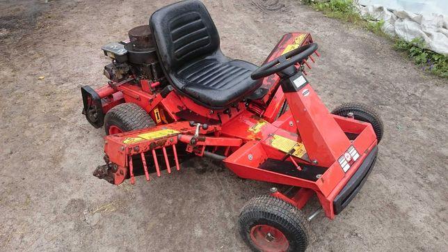 Kosiarka wrzecionowa do boisk Triple M traktorek