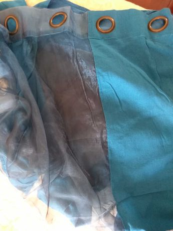 Cortinado azul com argolas