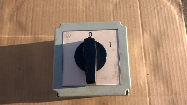 4G40-10-PK łącznik krzywkowy 40A, 0-1, w obudowie