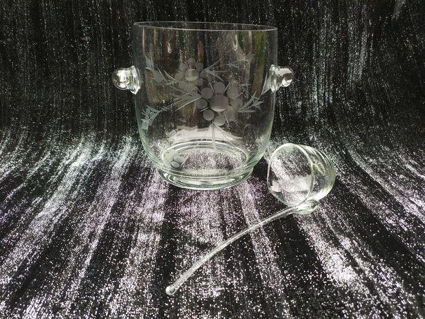 Szklana waza na poncz z chohla