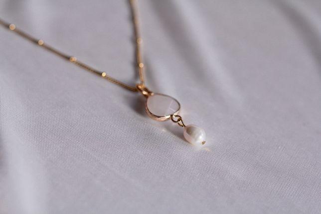 Nowy złoty naszyjnik z kamieniem naturalnym oraz perłą słodkowodną