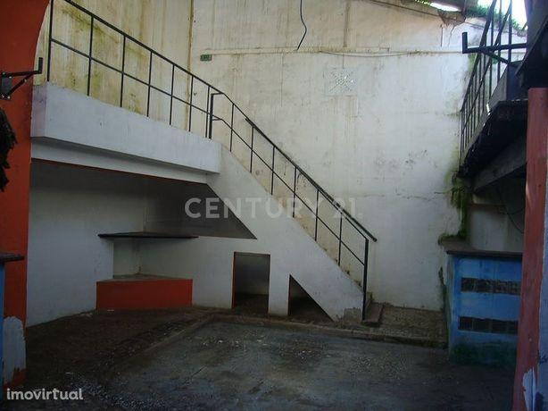 Loja/Armazém na Rua de Beja em Cuba (Alentejo, . 163,27 m², para recup