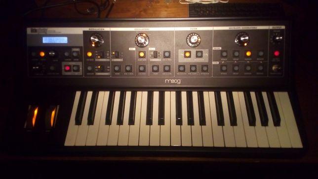 sintetizador Moog Little Phatty CV Edition c/ saco Moog