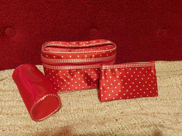 Kosmetyczka 3 części czerwona