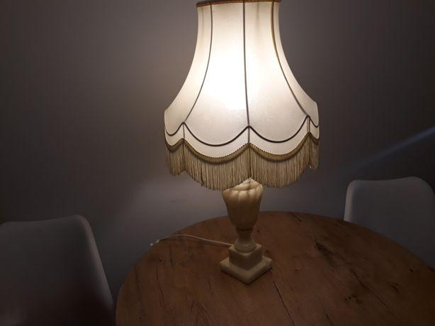 Stara lampa z kamienia