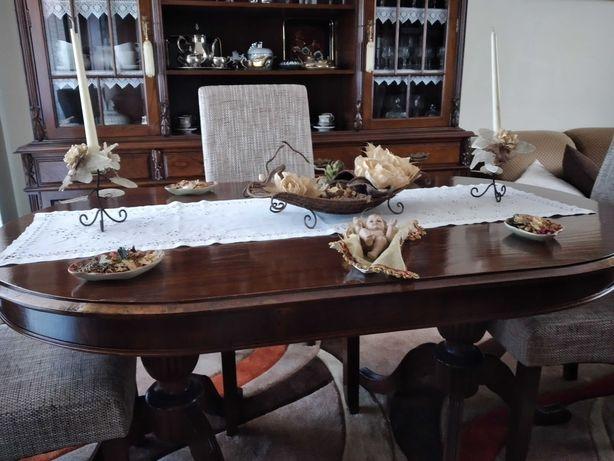 Mesa em madeira com 2 pés de galinha