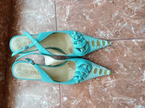 Жіноче взуття в хорошому стані. Безкоштовно