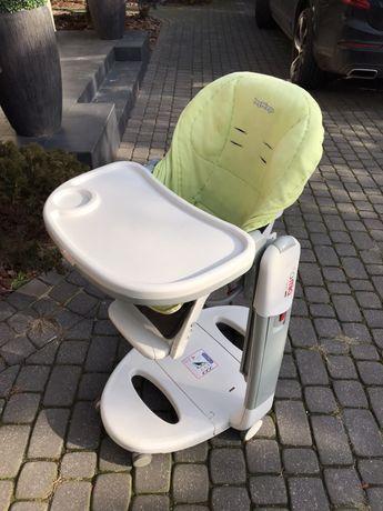 Tatamia krzesełko do karmienia dla dziecka.