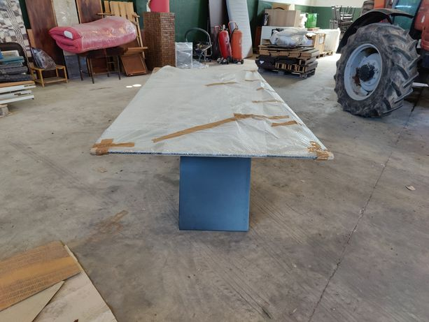 Mesa vidro base preta e 8 cadeiras