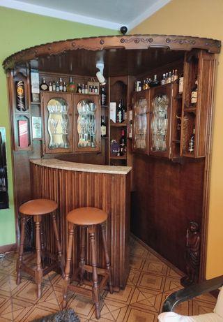 Bar em madeira de carvalho muito bem conservado