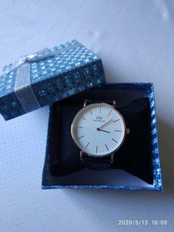 Новые стильные мужские часы DW