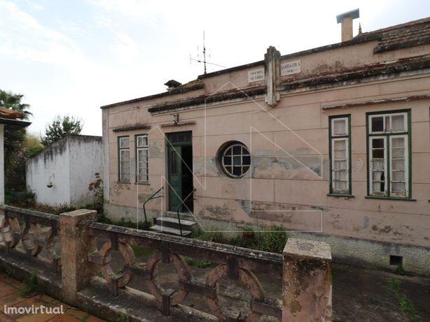 Moradia T6 para remodelar Cacia - Sarrazola
