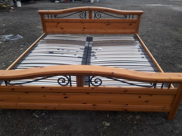 Łóżko drewniane dwuosobowe