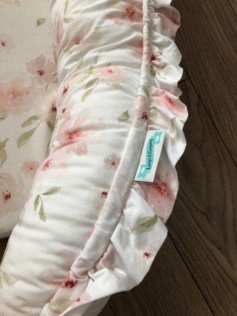 Kokon niemowlęcy Blossom róże JAK NOWY