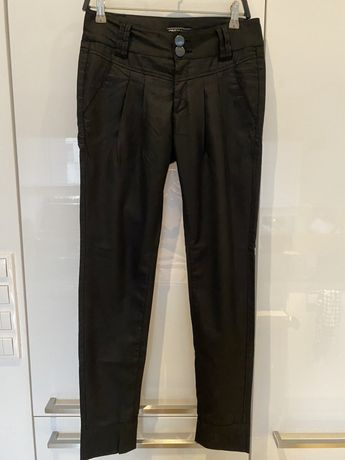 Czarne spodnie Only 34