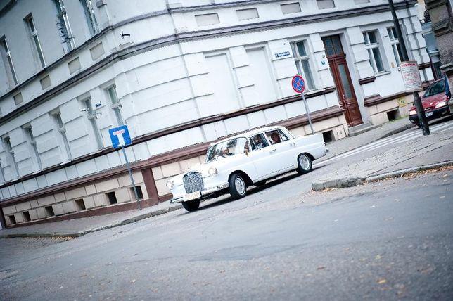 Auto do ślubu Mercedes w110 -skrzydlak