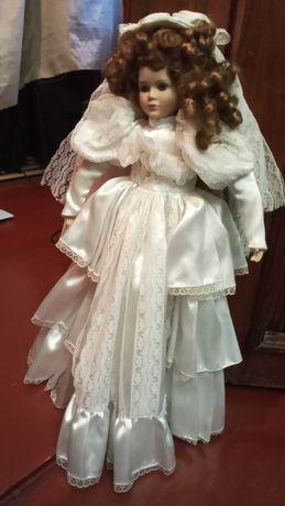 Фарфоровая кукла большая. Пересылаю.
