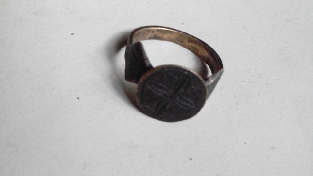 Украинское Кольцо-печать средневековое козачество с геральдикой цветок