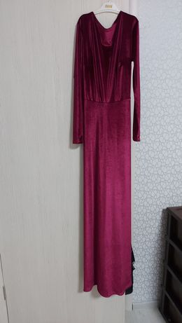 Марсаловое бархатное платье