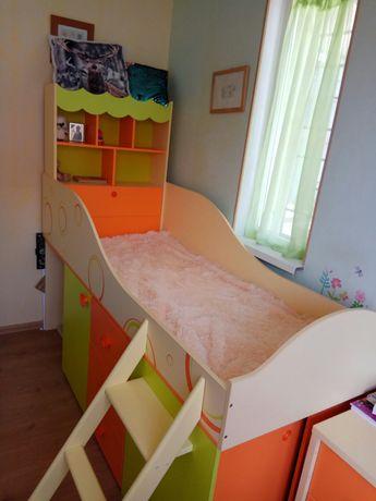 Комплект мебели в детскую. Детская мебель, шкаф, кровать чердак, стол