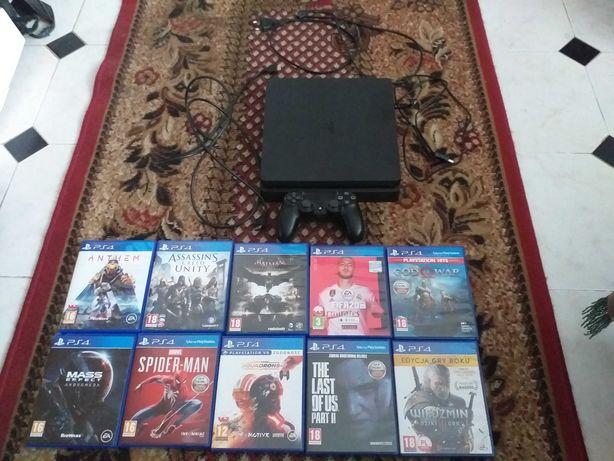 Na sprzedaż Playstation 4 + 10 gier.