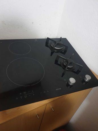 Placa de indução da electrolux mista