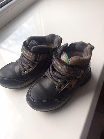 Ботинки на мальчика где то 27-28 размер