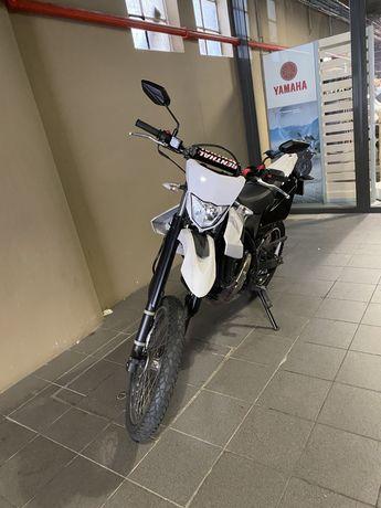 Yamaha wr 125 r bastante divertida