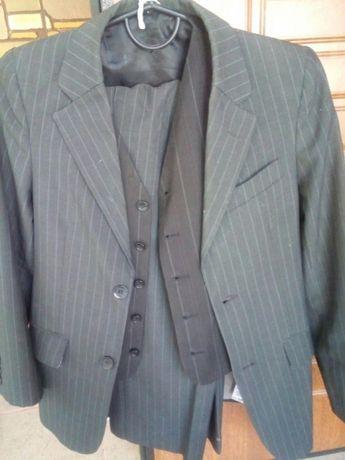 Продам полушерстяной костюм на мальчика 11 лет