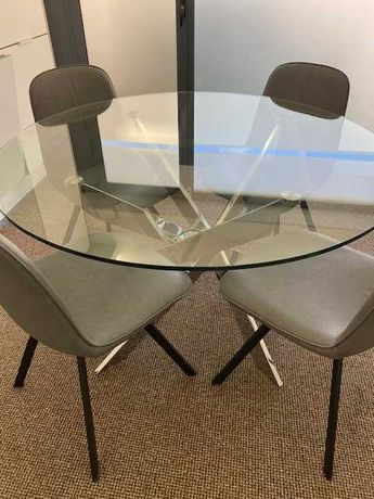 Mesa redonda com tampo de vidro temperado