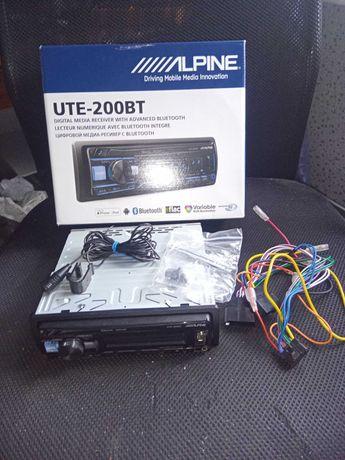 Магнитола Alphine UTE-200BT (с Bluetooth)