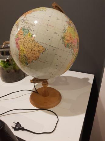 Świecący duży globus na biurko